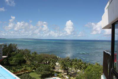 サイパン ハファダイホテルの部屋から海を眺める